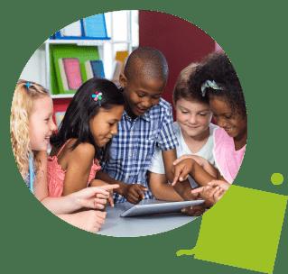 Enfant dysgraphiques apprend à écrire sur tablette