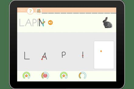 Exercice sur tablette pour écrire en capitale